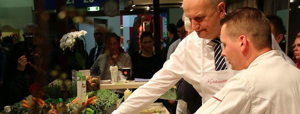 Diemar Woidke kocht mit Christian Reuner vom Gasthof Reuner